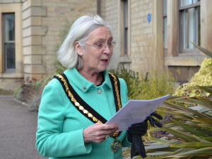 Cllr Carol Walker reads the Commonwealth affirmation