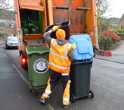 District councillors have voted overwhelmingly to approve that current contractor Serco continues to deliver the Derbyshire Dales' waste and recycling contract from August 2020.
